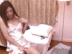 xhamster Stunning babe puts her hand down...