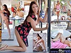 (Rayna) Horny Girl Play On Cam...